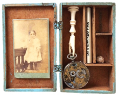 Antje Weber, Shadow box: Let's turn back time, Gemengde techniek in doos, 20x15,5x3 cm, €.110,-